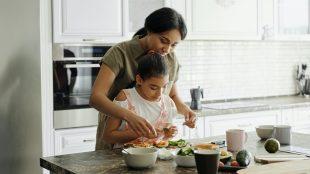 Cucinare con il Vino: come comportarsi con i bambini
